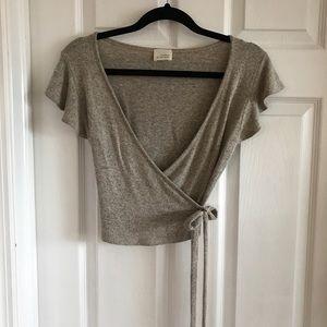 Tan top with cute crop sleeves ~ size medium 💝